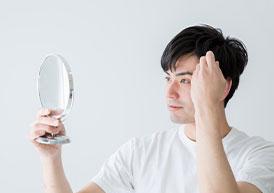 """""""鏡を見る男性"""""""